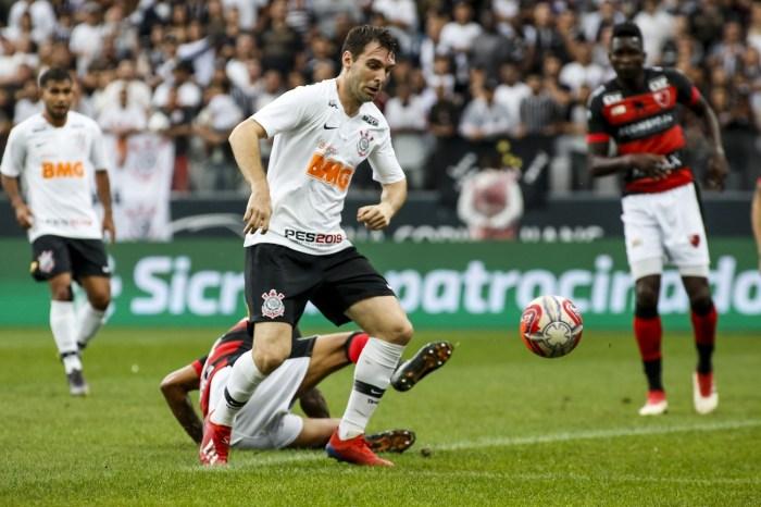 Atacante do Corinthians sofre fratura na face