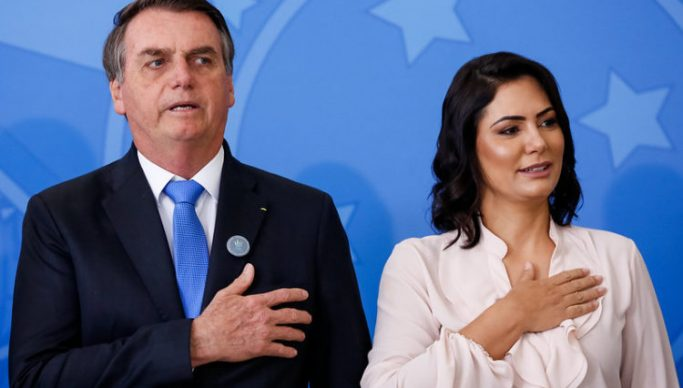 Queiroz depositou R$ 72 mil em 21 cheques na conta de Michelle Bolsonaro, diz revista