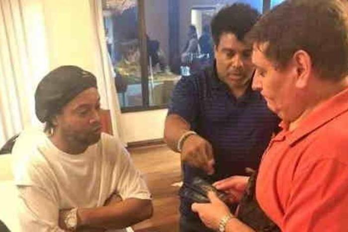 Ronaldinho e irmão são autorizados a deixar Paraguai