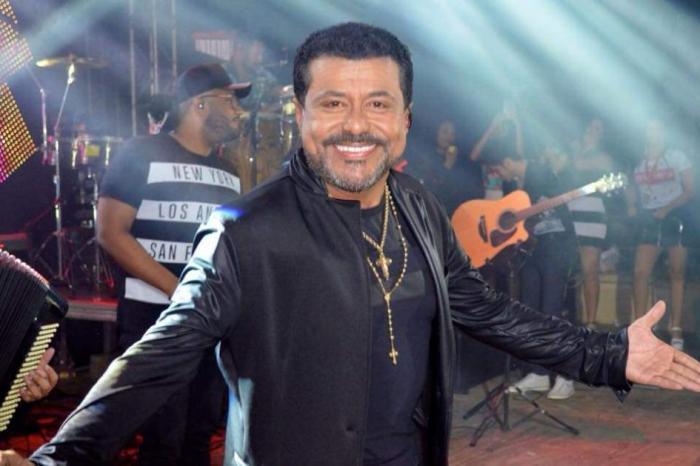 Cantor Edson Lima sofre acidente após colidir com égua