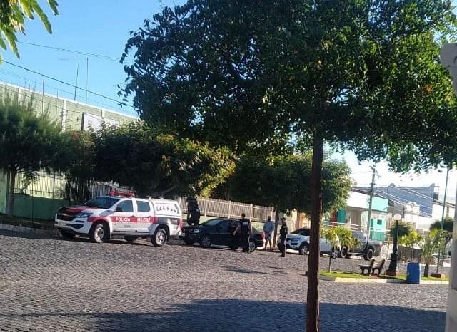 Gaeco e Ccrimp desencadeiam operação em Camalaú e prefeito é afastado do cargo