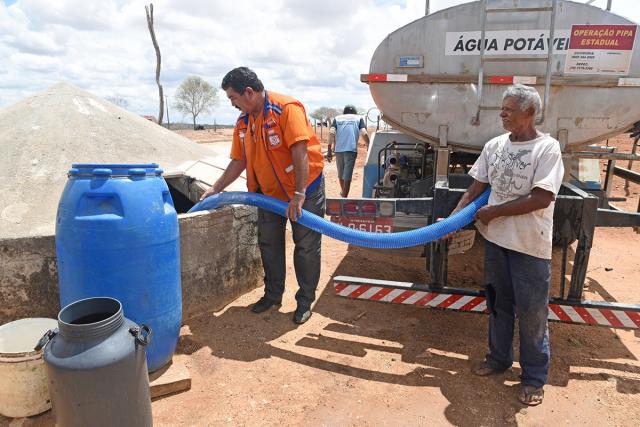 Carros Pipa abastecem 262 Cisternas e garantem acesso à água potável na zona rural