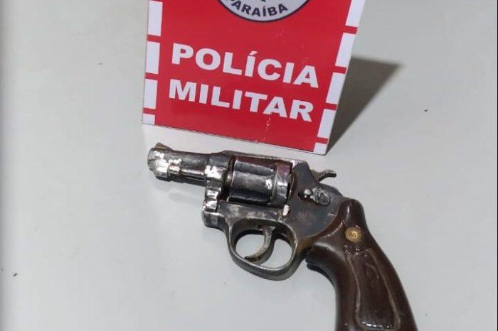 Polícia Militar prende suspeito e apreende arma de fogo em Monteiro