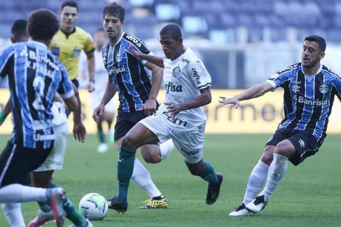 Grêmio empata nos acréscimos com o Palmeiras na Arena