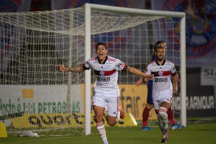 Flamengo reencontra bom futebol, goleia o Bahia e dá salto na tabela