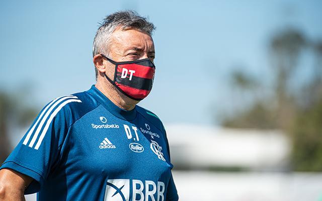 Técnico do Flamengo faz grande rotatividade de atletas no time titular