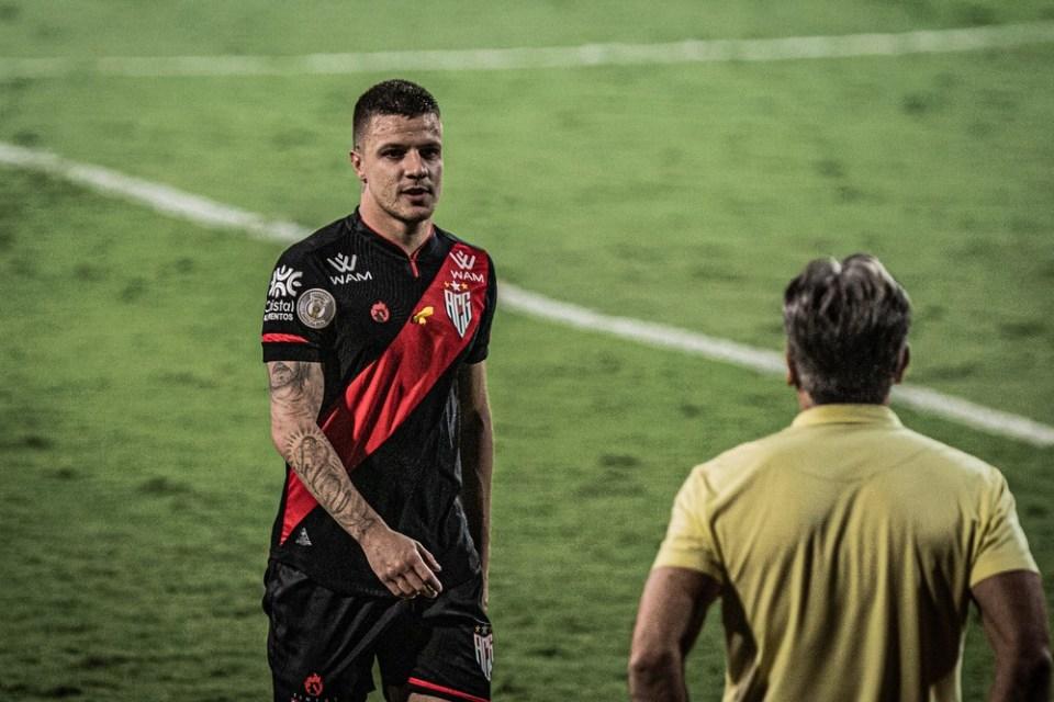 Cruzeiro recorre à CBF e oficializa venda de Renato Kayzer