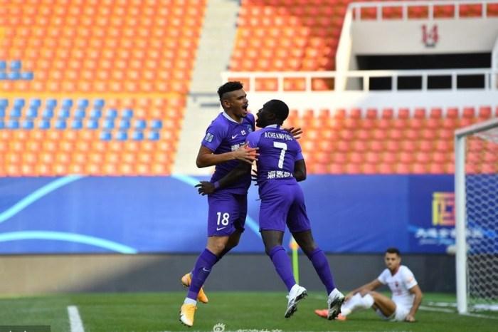 Tiquinho Soares dá assistência em estreia no Campeonato Chinês