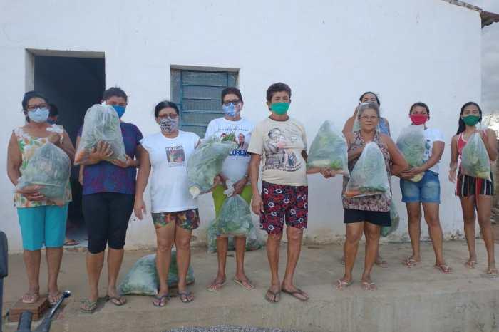 Comunidades rurais e Serviços assistenciais em Monteiro recebem kits com verduras e legumes