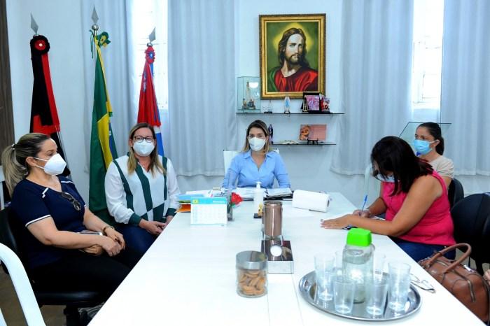 Prefeita de Monteiro reforça combate ao COVID-19 e nega fechamento do comércio