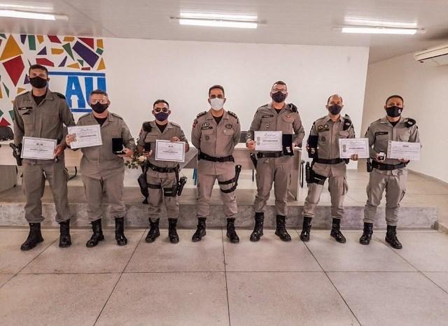 11º BPM realiza solenidade e homenageia policiais e autoridades com entrega de medalhas em Monteiro