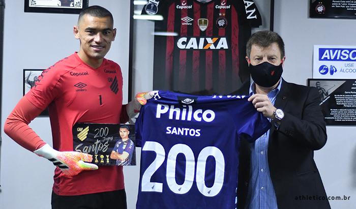 Caririzeiro, goleiro Santos completa 200 jogos com a camisa do Athletico Paranaense