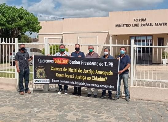 MOÍDOS DA REDAÇÃO: Oficiais de Justiça da Comarca de Monteiro fazem ato contra tentativa do TJ de aniquilar categoria