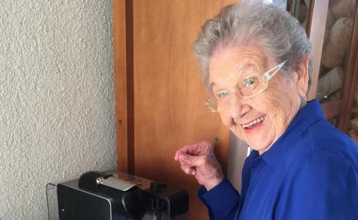 Aos 89 anos, Palmirinha recebe alta do hospital após sete dias na UTI