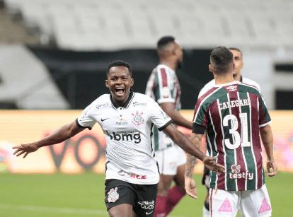 """Corinthians """"massacra"""" o Fluminense em jogo isolado do Brasileirão"""