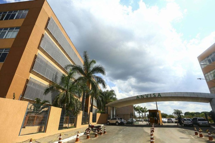 Anvisa atualiza pedidos emergenciais e solicita mais dados a instituto