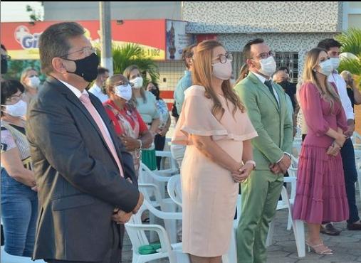 Adriano comemora o fato de sua esposa ser a 1ª mulher a se tornar prefeita de Pocinhos