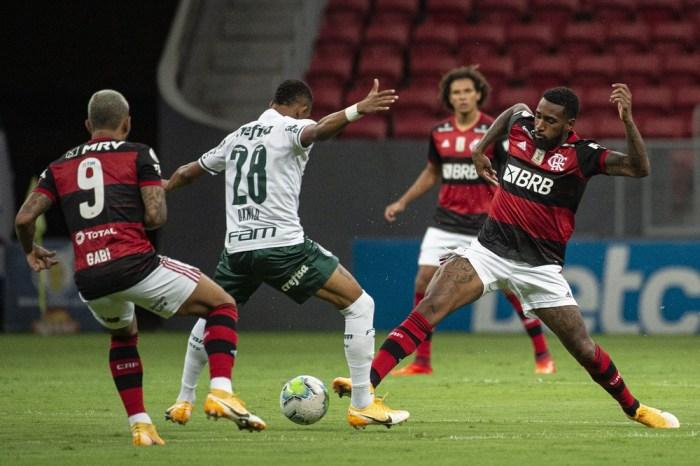 Flamengo volta a competir e tem vitória pesada