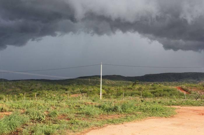 Inmet emite alerta de chuvas intensas para 79 cidades da Paraíba