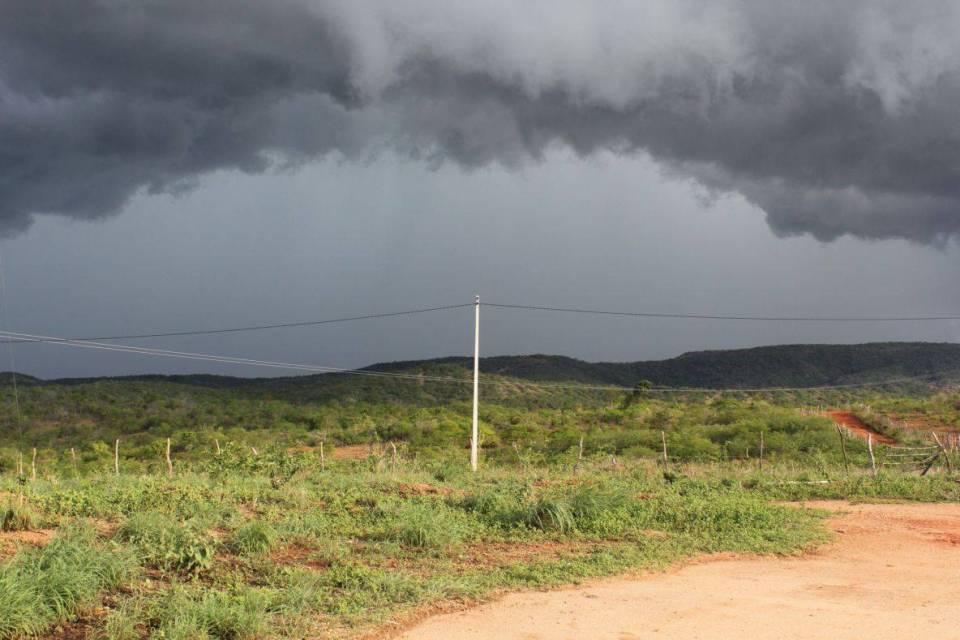 Inmet prorroga alerta de chuvas intensas para todo o estado e faz recomendações