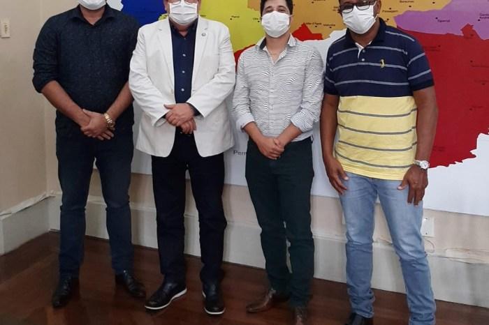 Depois de audiência com João Azevêdo, prefeito de Zabelê é recebido por Ronaldo Guerra