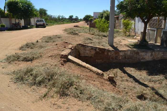 Prefeitura de Monteiro realiza limpeza em todo o Cais para diminuir transtornos chuvas