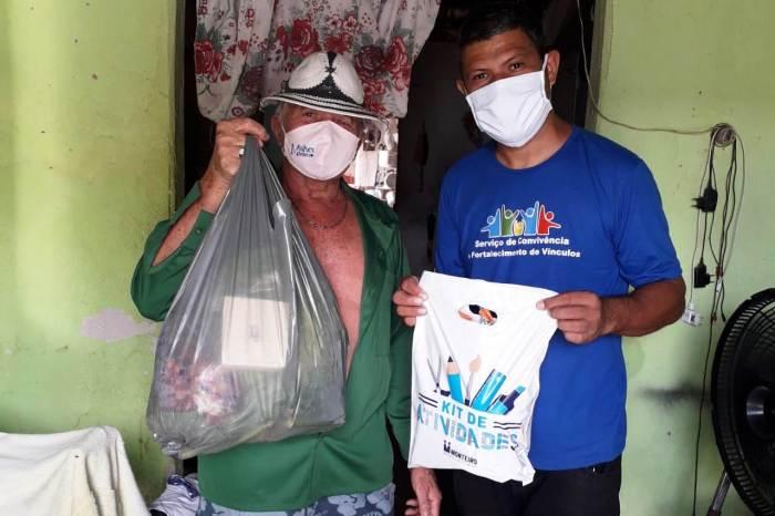 Idosos do Serviço de Convivência de Monteiro recebem verduras, queijos e ovos de páscoa