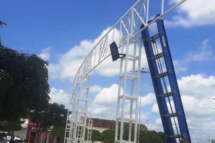 Praça João Pessoa , em Monteiro, ganha completa reestruturação da iluminação