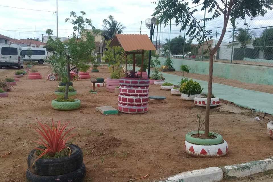 Secretaria Municipal de Infraestrutura revitaliza praça na Vila Popular em Monteiro