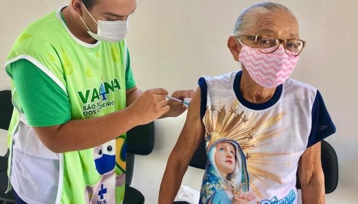 Saúde de São José dos Cordeiros conclui vacinação de 1ª dose para todos os idosos do município