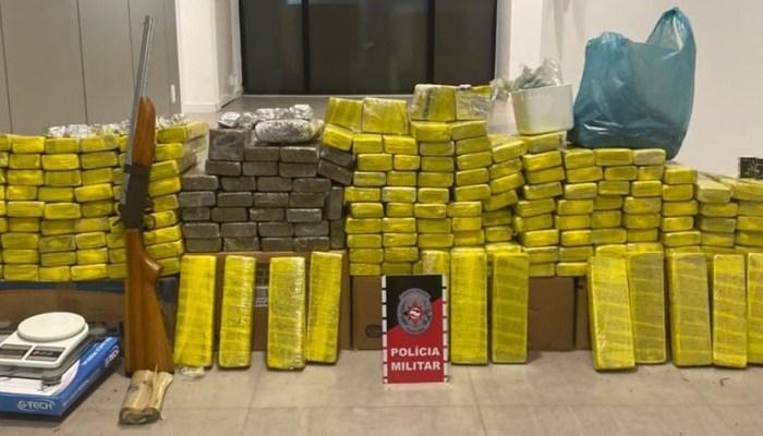 Polícia cerca casa em Jacumã e prende casal que guardava 150 kg de maconha