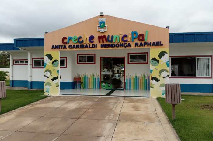 Prefeito entrega equipamentos e anuncia ampliação da Creche Anita Garibaldi