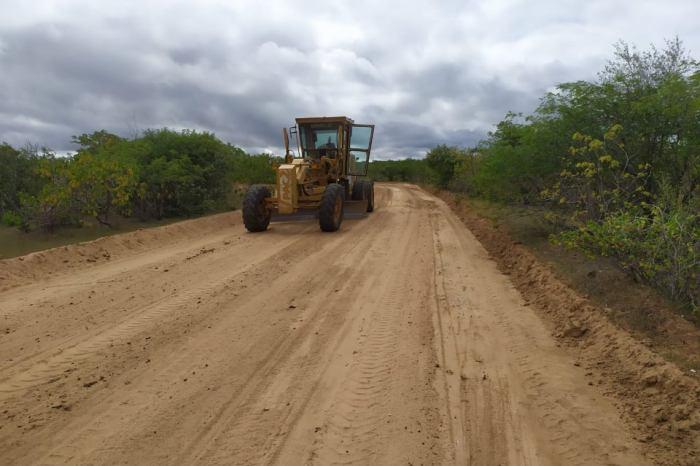 Prefeitura de São José dos Cordeiros inicia recuperação das estradas vicinais da zona rural do município