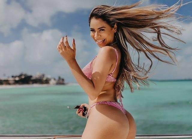 Lexa surpreende fãs com foto em cenário paradisíaco