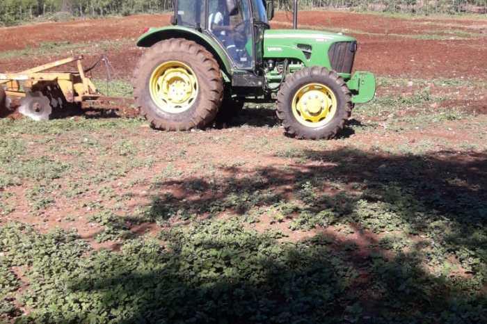 Prefeitura de Sumé faz aragem em 980 hectares de solos