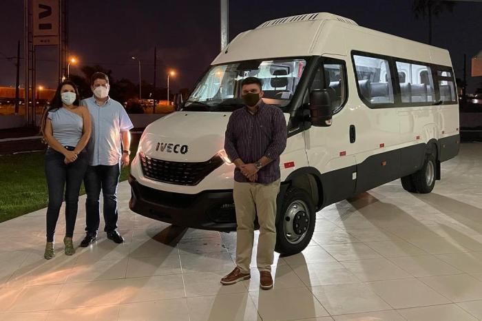 Prefeito de Ouro Velho anuncia chegada de mais uma Van 0km no município