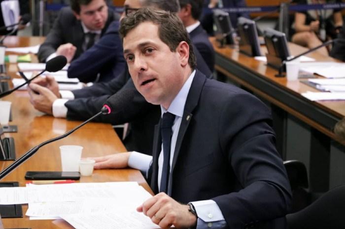 Gervásio diz que Bolsonaro precisa ser responsabilizado por recusar 100 milhões de vacinas Pfizer