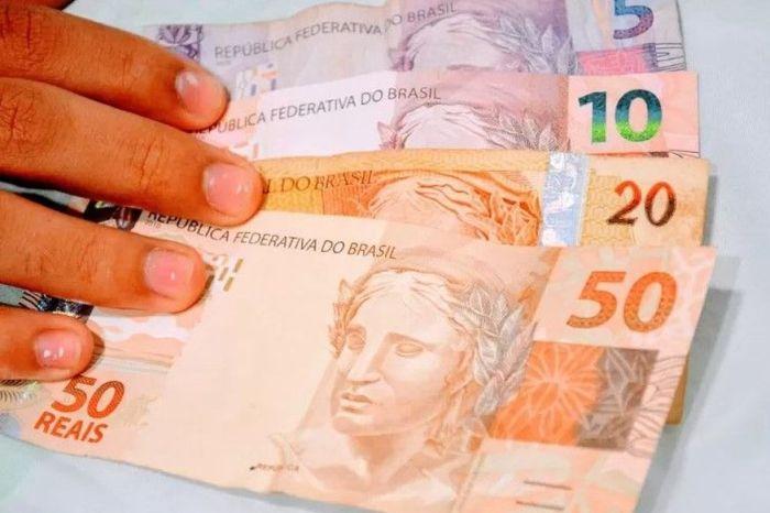 Governo publica decreto que adianta 13º salário de aposentados e pensionistas do INSS; confira datas