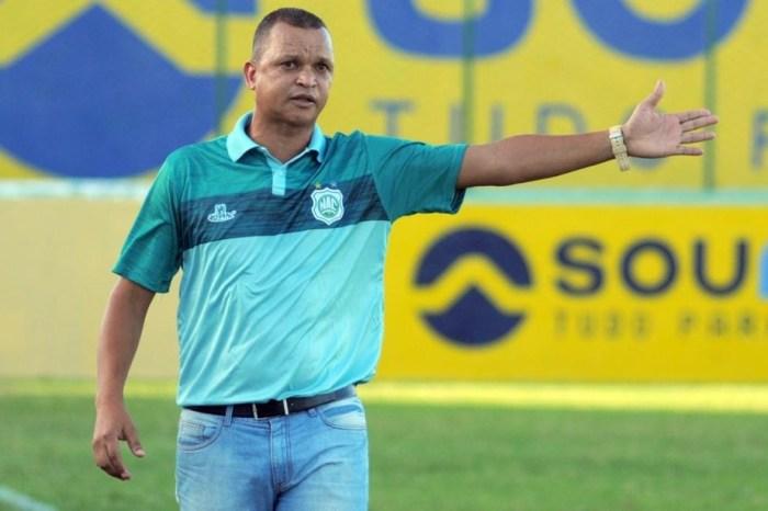 Warley se divide entre frustração e alívio em sua primeira investida como treinador de futebol