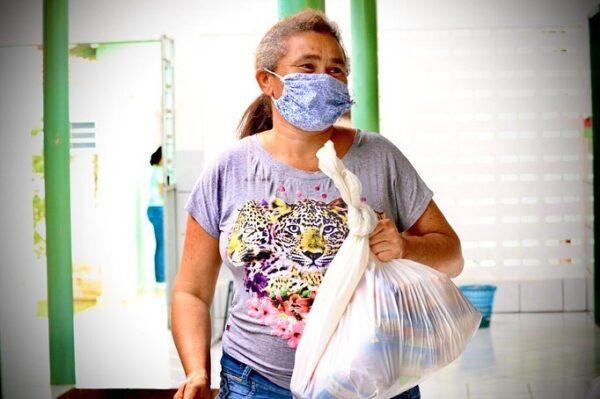 Prefeitura de São José dos Cordeiros distribui 600 cestas básicas aos beneficiários do Programa Bolsa Família