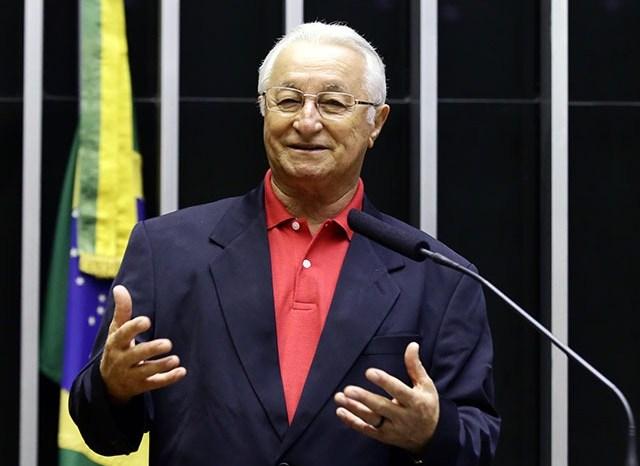 Deputado paraibano é coautor de emenda que visa diminuir poder do Presidente da República