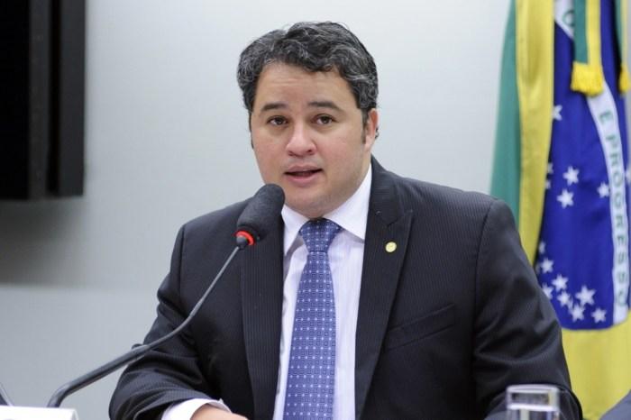 DEM terá candidatura na majoritária e fará deputados estaduais e federais, assegura Efraim Filho