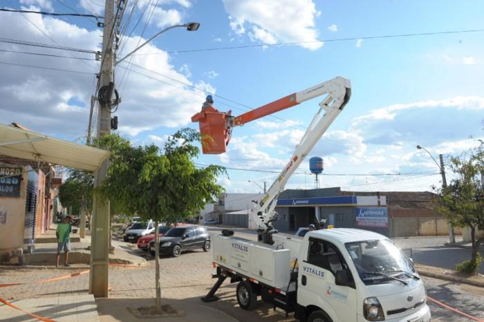 Prefeitura de Monteiro firma parceria com a Energisa e município ganha novas lâmpadas de LED