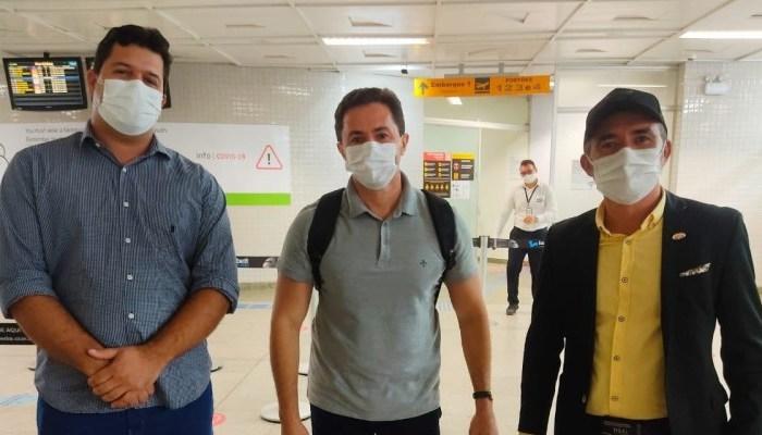 Prefeitos caririzeiros embarcam para Brasília para participar de reunião do Ministro da Saúde