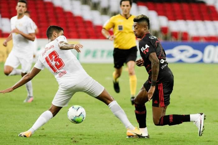 RB Bragantino vence Flamengo de virada com gol no último lance e vira líder