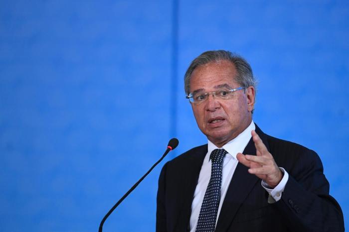 Auxílio emergencial deverá ser prorrogado até outubro, anuncia ministro da Economia