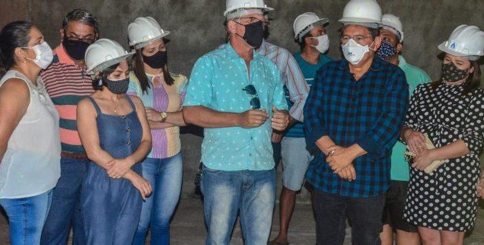 Em Montadas e Areial, Adriano Galdino visita obras em escolas e adutora e destaca diálogo com João