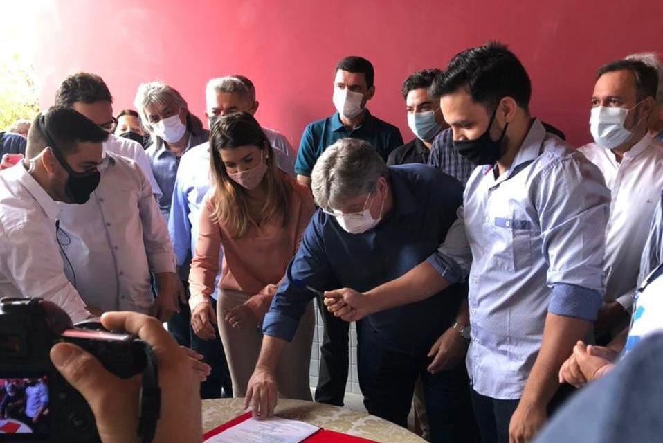 João Azevedo assina ordem de serviço para construção de Restaurante Popular em Monteiro