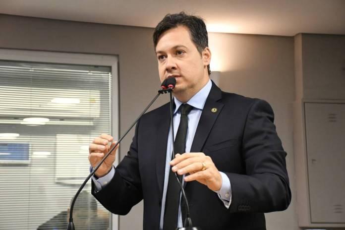 """Junior Araújo elogia gestão de João durante a pandemia: """"foi determinante"""""""