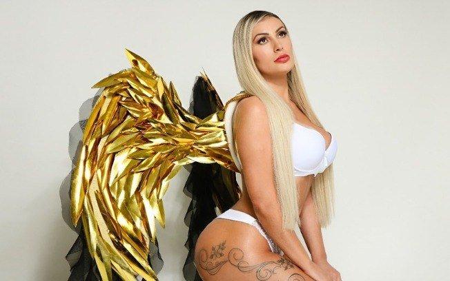 Andressa Urach posta foto de lingerie e diz que marido autorizou
